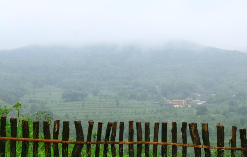 雨天实拍宜君梯田 云雾缭绕好似仙境