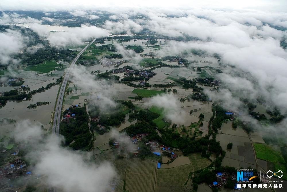 新华网航拍:安徽潜山特大暴雨受灾现场
