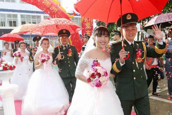 广西北海边防支队举办海岛集体婚礼
