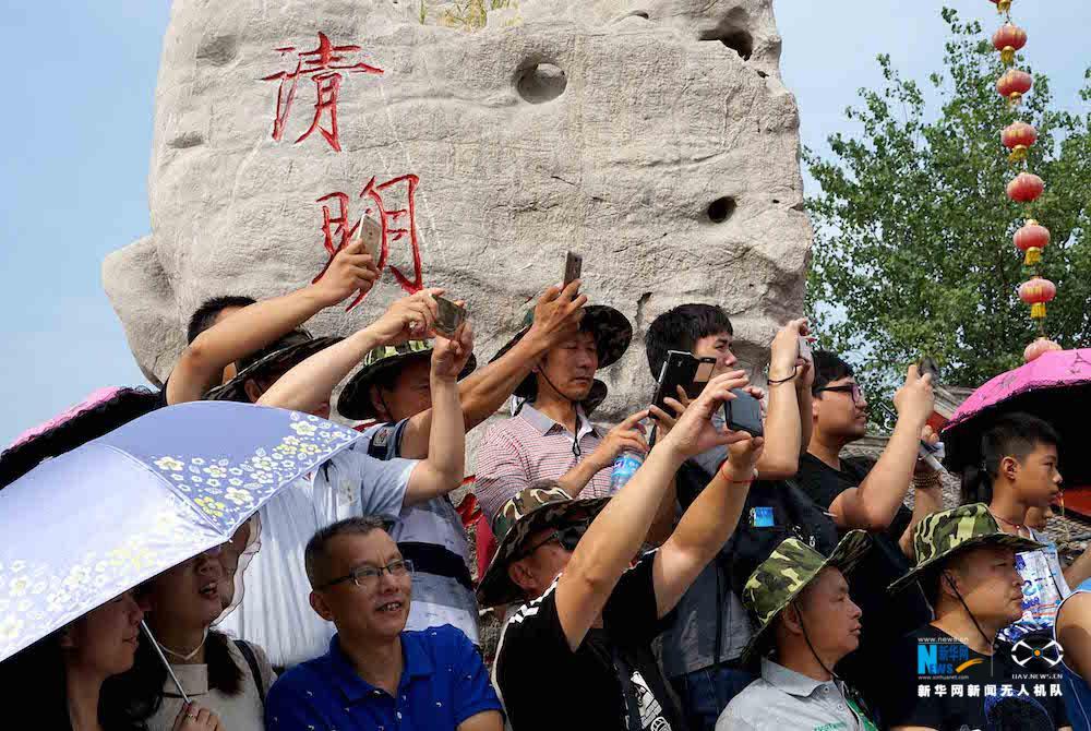 """【""""飞阅""""中国】航拍开封 感受汴梁""""不夜城"""" - 人在上海    - 中国新闻画报"""