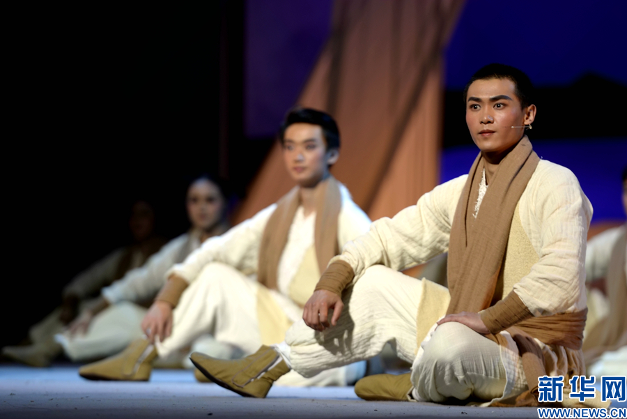 青海省参评剧目《七个月零四天》上演 追忆青藏公路建设