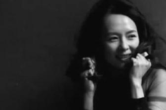 章子怡素颜亮相登年历 与好莱坞女演员同出镜