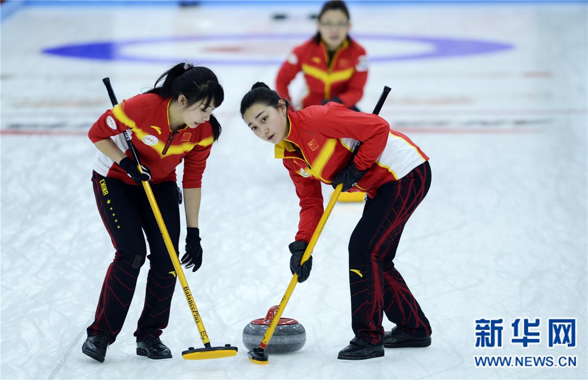 冰壶——国际邀请赛:中国女队不敌苏格兰女队