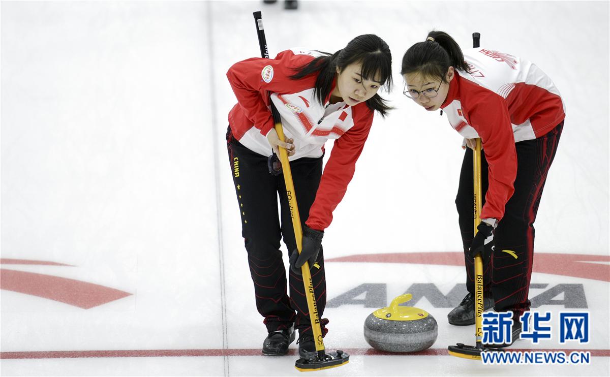 冰壶——国际邀请赛:中国女队战胜捷克女队