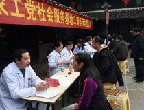 椒江医疗专家义诊进老街