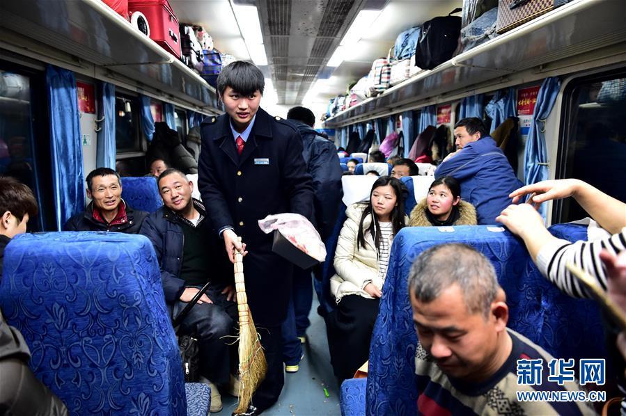 """实习列车员的春运""""首秀"""""""
