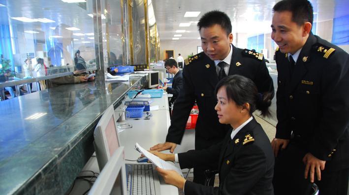大连海关去年税收总量达690.29亿元
