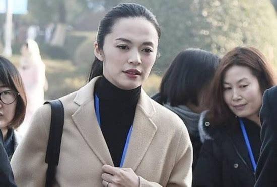 """""""艺考""""话题不断升温 姚晨胡歌任考官传道解惑"""