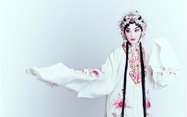 蒋勤勤京剧写真 网友:太惊艳
