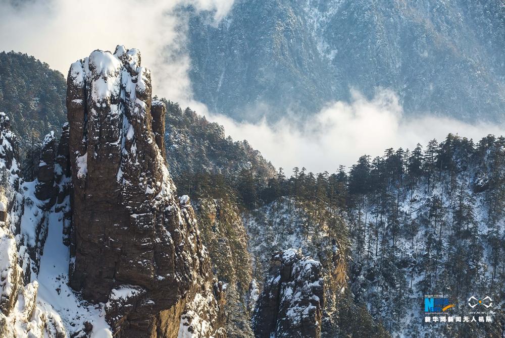 航拍神农架林区雪后初霁 原始森林玉琢银装