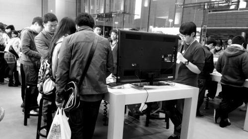 """电子产品商家跻身开学季""""吸金王"""""""