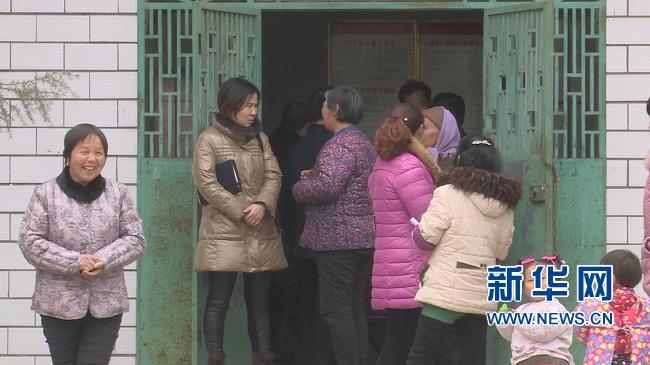 郑州:医疗卫生扶贫 不让疾病挡住村民脱贫的脚步