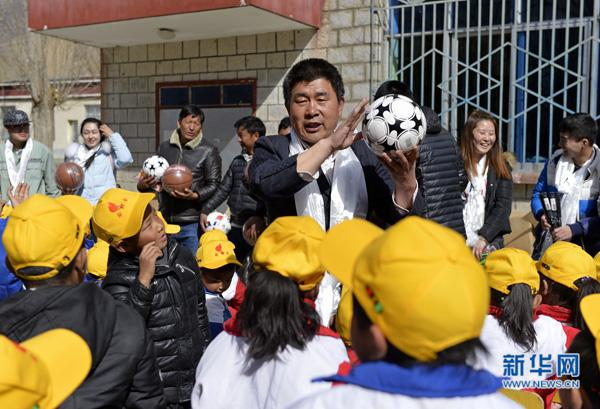 建设西藏 爱洒高原
