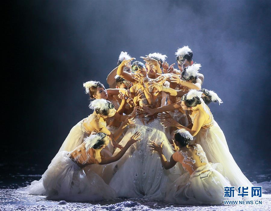 杨丽萍主演舞剧《孔雀之冬》舞动津城