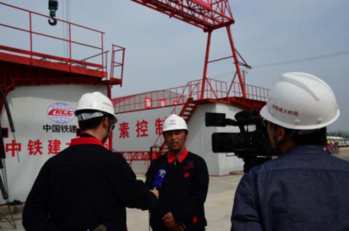 鲁南高铁最大梁场投产——中国铁建大桥工程局集团三公司鲁南项目实现三榀箱梁同日浇筑