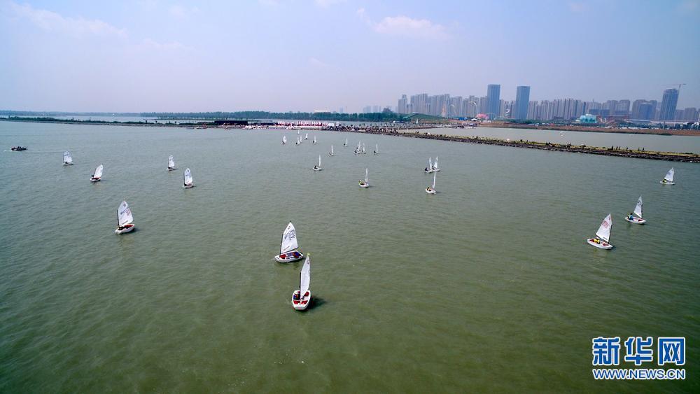 新华网航拍:2017中国青年帆船帆板精英赛暨全国OP帆船锦标赛