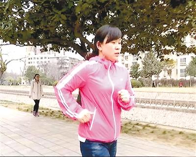 为了捐肝救子妈妈拼命锻炼,一个月暴瘦17斤