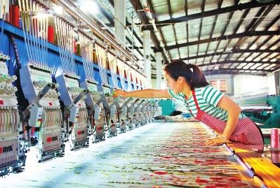 汝州:机绣绣出花满园 稳定脱贫有了产业保障