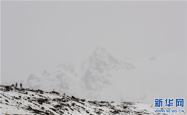 岗什卡雪山有望打造成为国家滑雪登山体育小镇