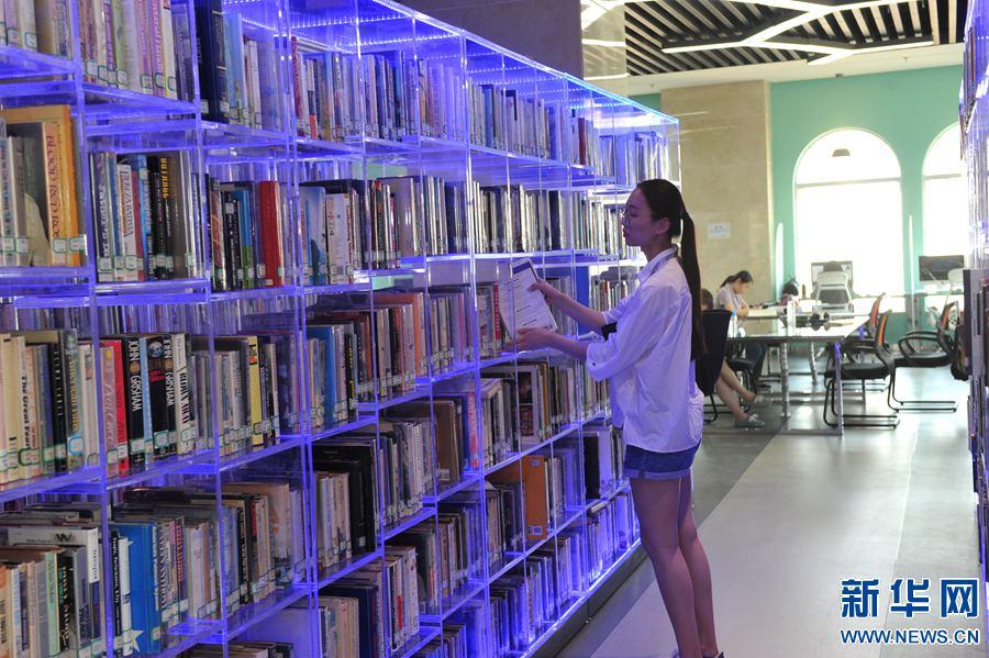 郑州大学西亚斯国际学院图书馆奔跑的表情包开馆士奇哈图片