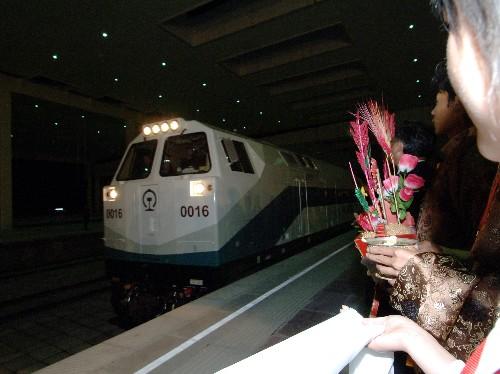 """资料:""""青1""""抵达拉萨 西藏不通火车历史被改写"""