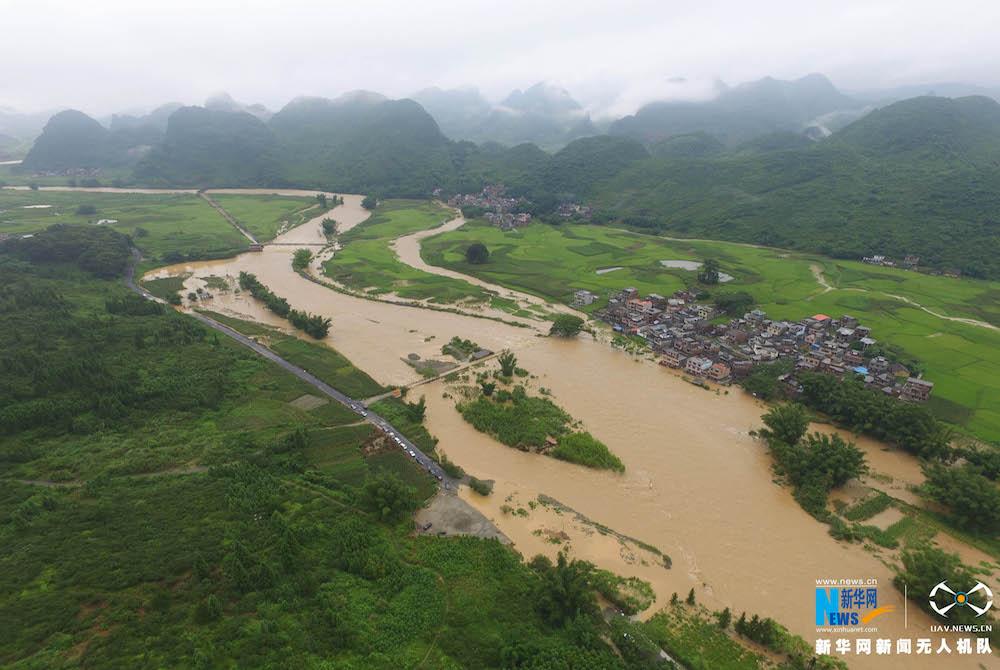 betvictor官网下载网航拍:广西罗城暴雨受灾 多处民居被淹