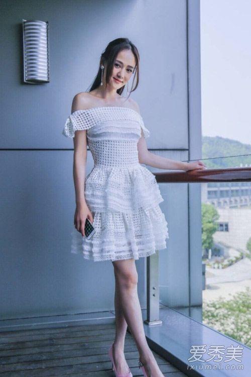 刘雯连衣裙长裙街拍 刘雯连衣裙图片