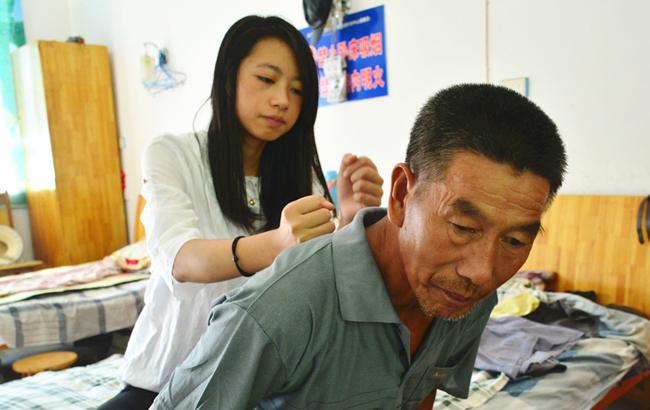 安徽岳西:养老中心里的准大学生