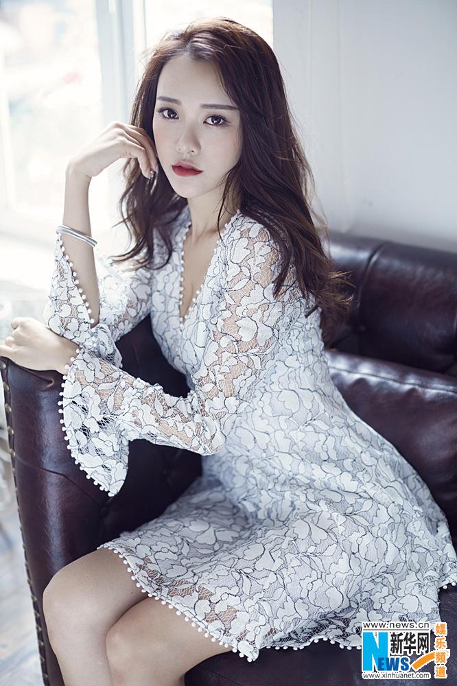 黄一琳唯美白色风格写真出炉 完美演绎不同风格