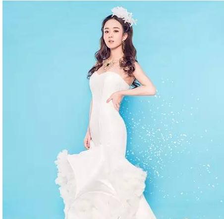 赵丽颖白色的婚纱让丽颖更加成熟可爱,还泄露着一丝丝的霸气.