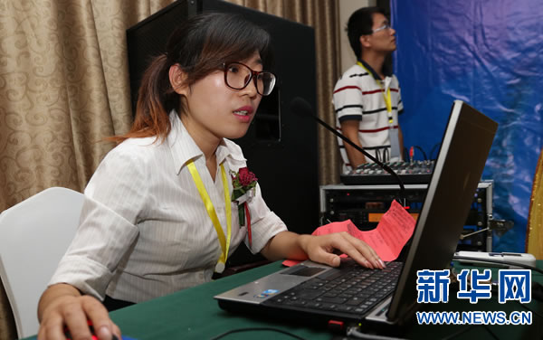 项目管理办公室主任黄丽萍介绍相关情况