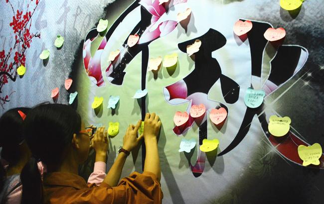 安徽岳西:送美好祝福 欢度中秋佳节