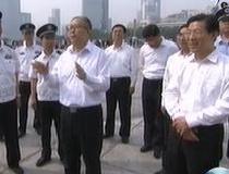 李鸿忠王东峰看望慰问一线干部职工 向坚守岗位劳动者致以节日问候
