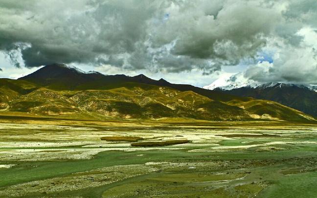 西藏自治区召开政府常务会议 洛桑江村主持