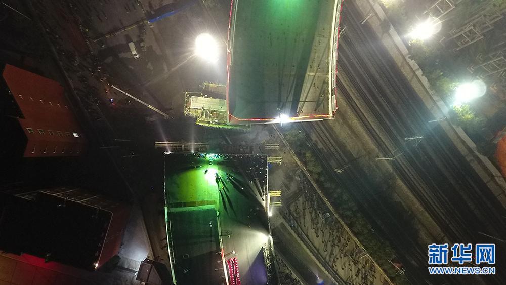 【航拍】太原市卧虎山快速路改造工程2×100米钢箱梁T构成功转体