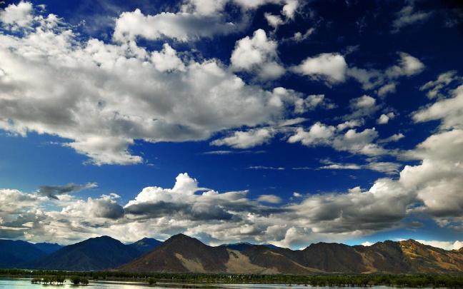 西藏自治区政府常务会安排当前重点工作