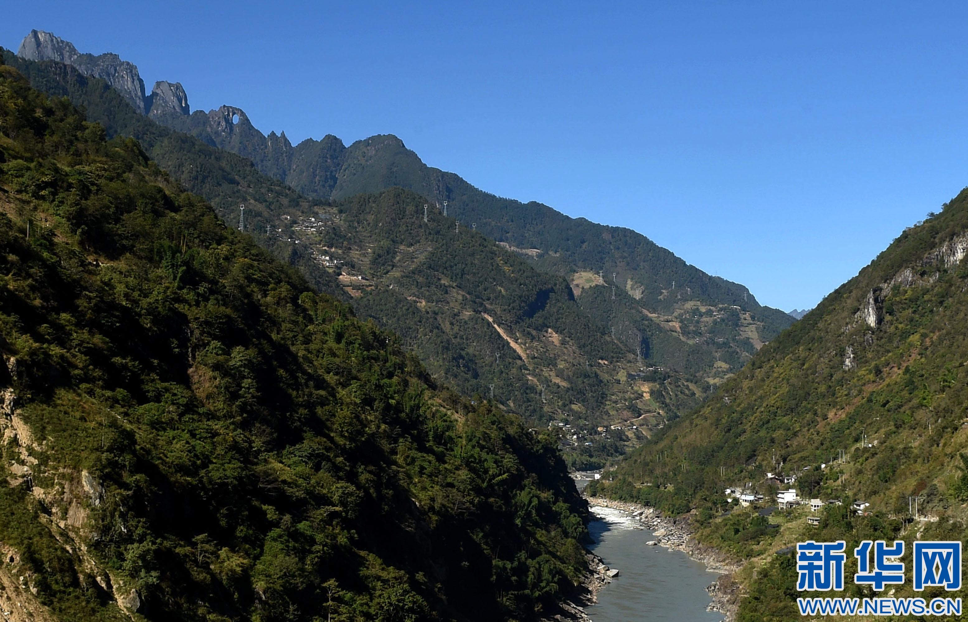 在云南省怒江傈僳族自治州福贡县境内的怒江大峡谷海拔3000多米的