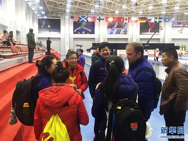 青海冰壶赛场上的冷艳美女:可沉稳 可霸气 还很活泼