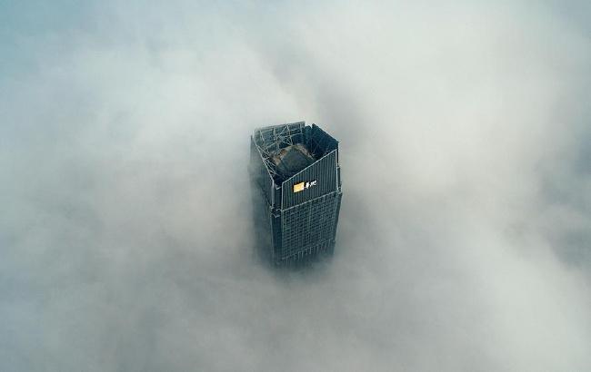 空中俯瞰2017年首场大雾中的合肥地标