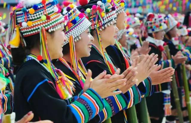 哈尼族同胞欢度嘎汤帕节
