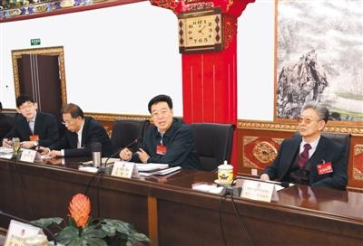 把牢正确政治方向 发挥桥梁纽带作用 为西藏长足发展和长治久安凝心聚力