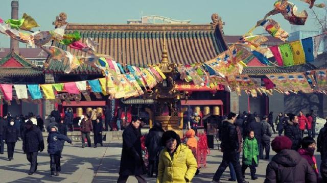 正月初一到沈阳北市场逛新春祈福皇寺庙会