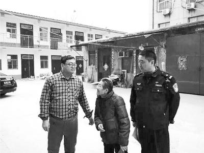 安阳老人外出迷路 民警徒步3小时为她找家