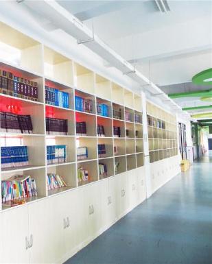 合肥市华府骏苑小学的阅读长廊