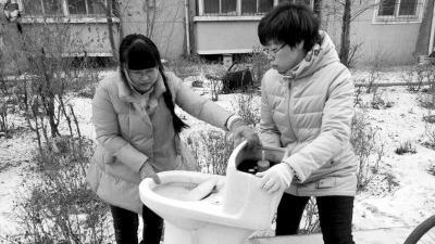 37岁的社区书记突患白血病 男女老少争着来为她捐款