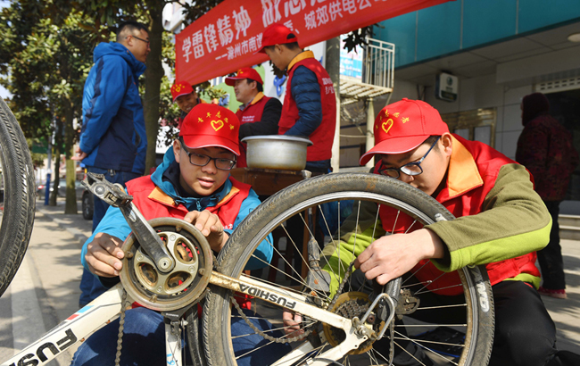 安徽滁州:学雷锋 献爱心