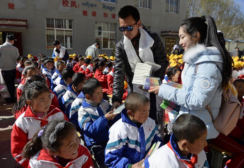 """西藏中小学迎来""""开学第一课"""""""