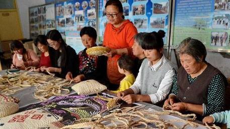 辽宁力争2020年贫困人口脱贫 每个贫困村有特色拳头产品
