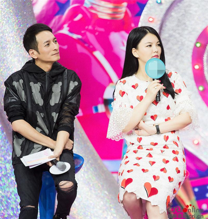李湘与暴瘦的李维嘉录制新节目 女王咋瘦了/图