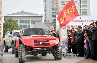 近百名汽车越野高手驰骋勉县堰河滩